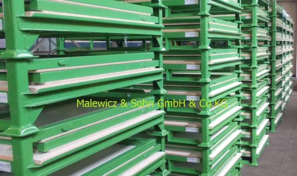 grüner Textilbehälter mit Holzauskleidung