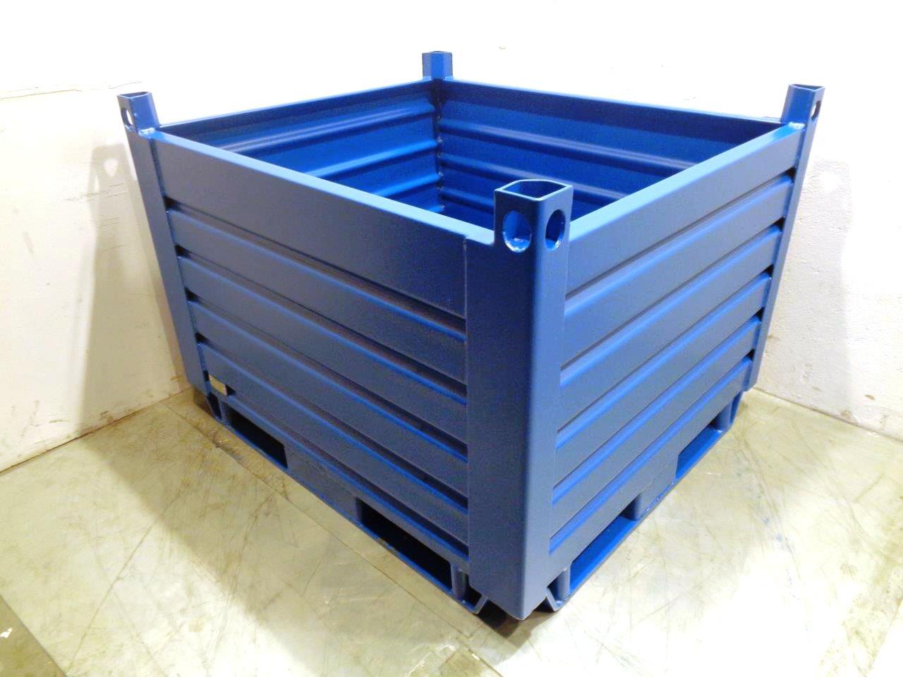 Blechbehälter mit Ablauflöchern