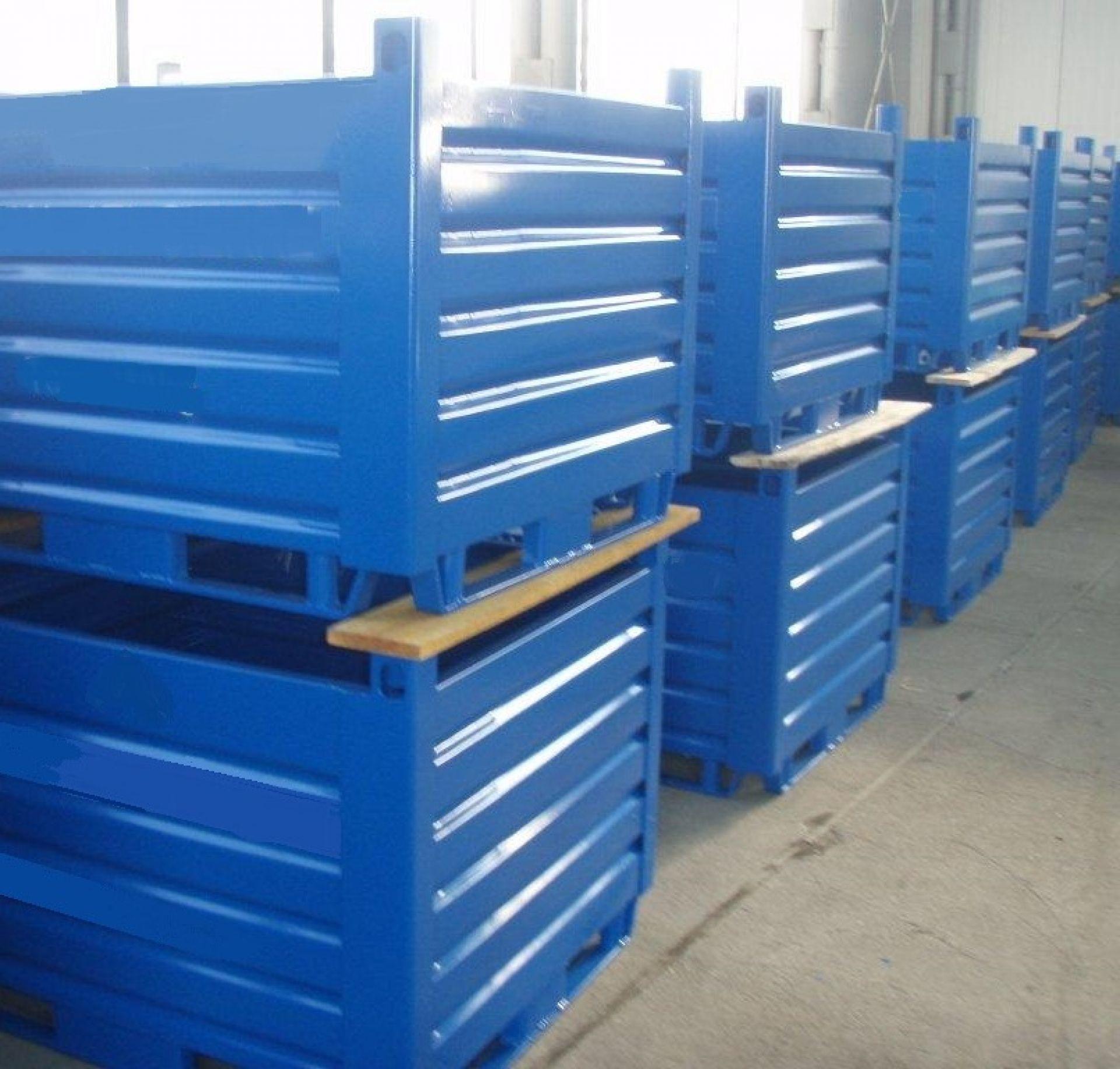 Sonderbehälter für Metallspäne mit Ablauflöchern