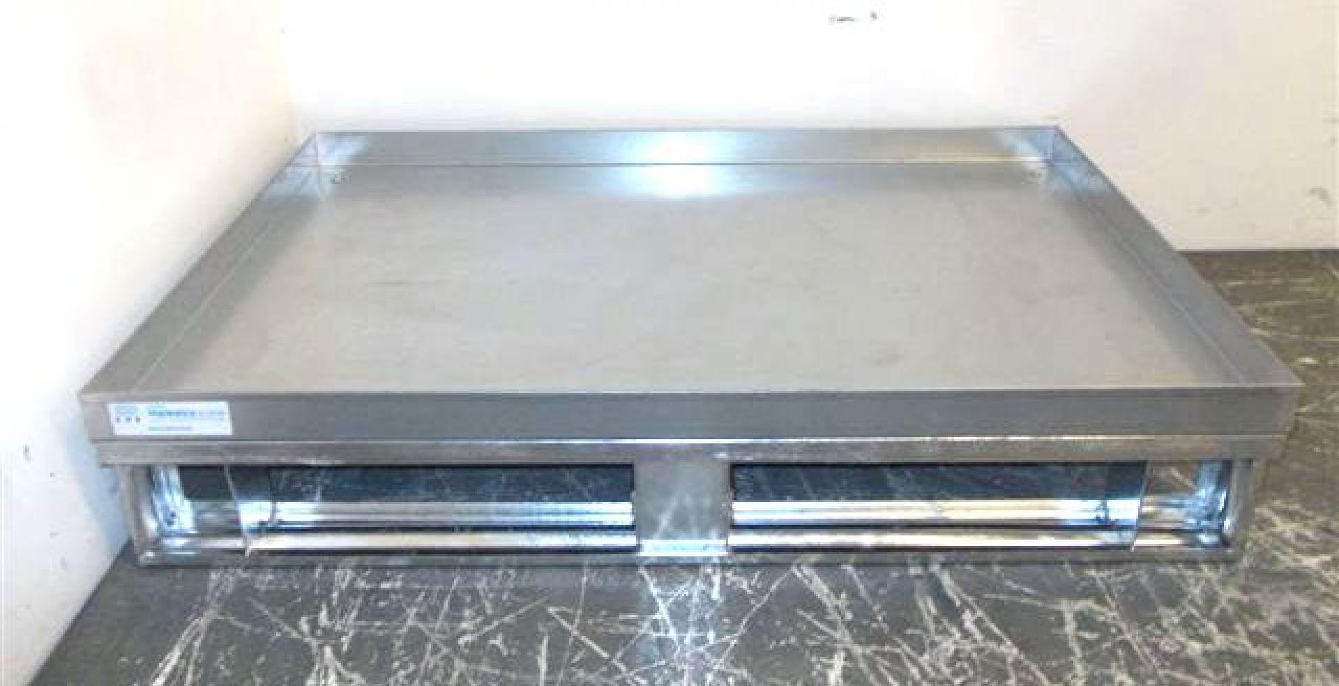 Stahlpalette mit Rand und Glattblechboden stapelbar