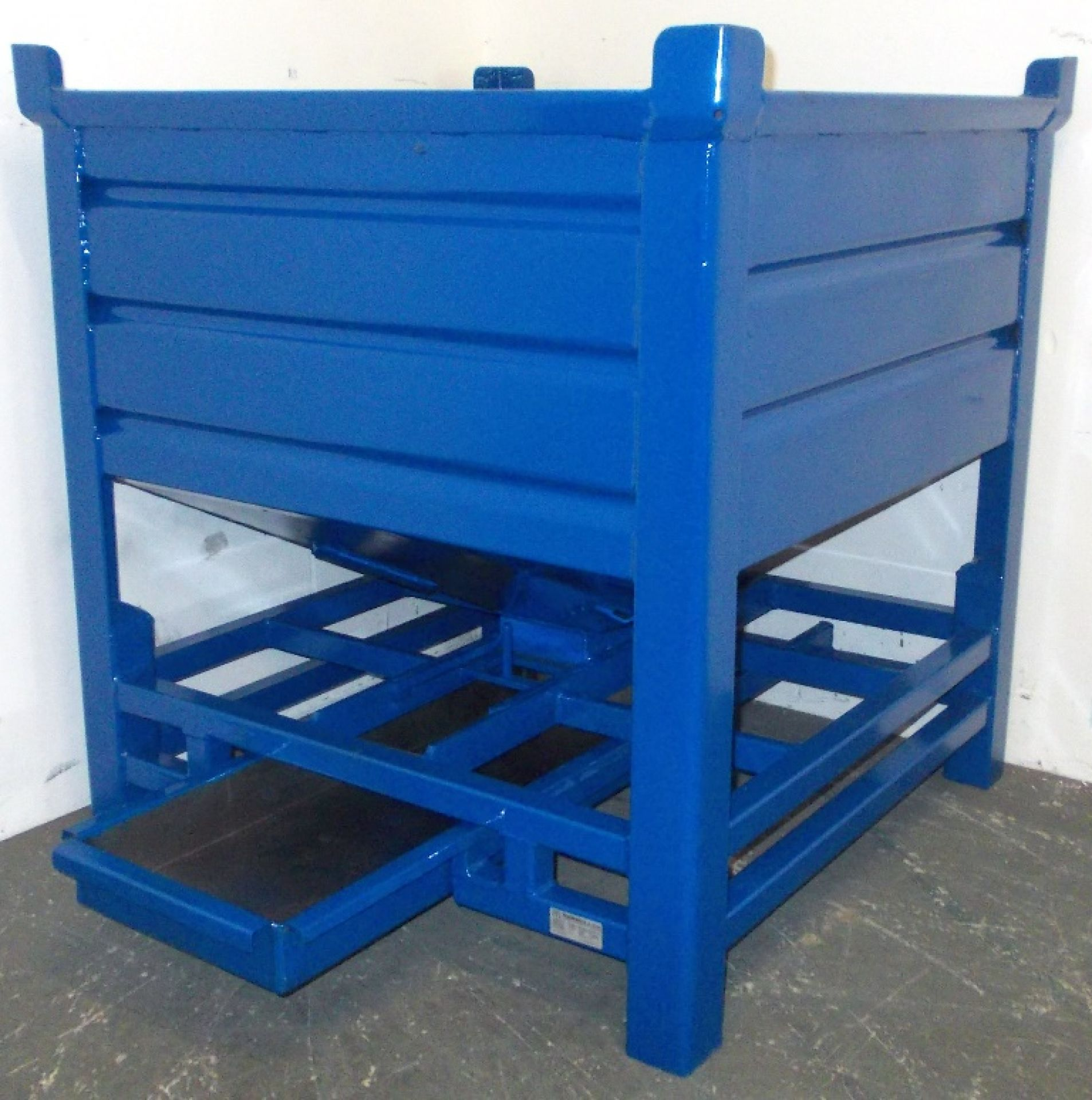 Silobehälter mit Ölwanne blau lackiert
