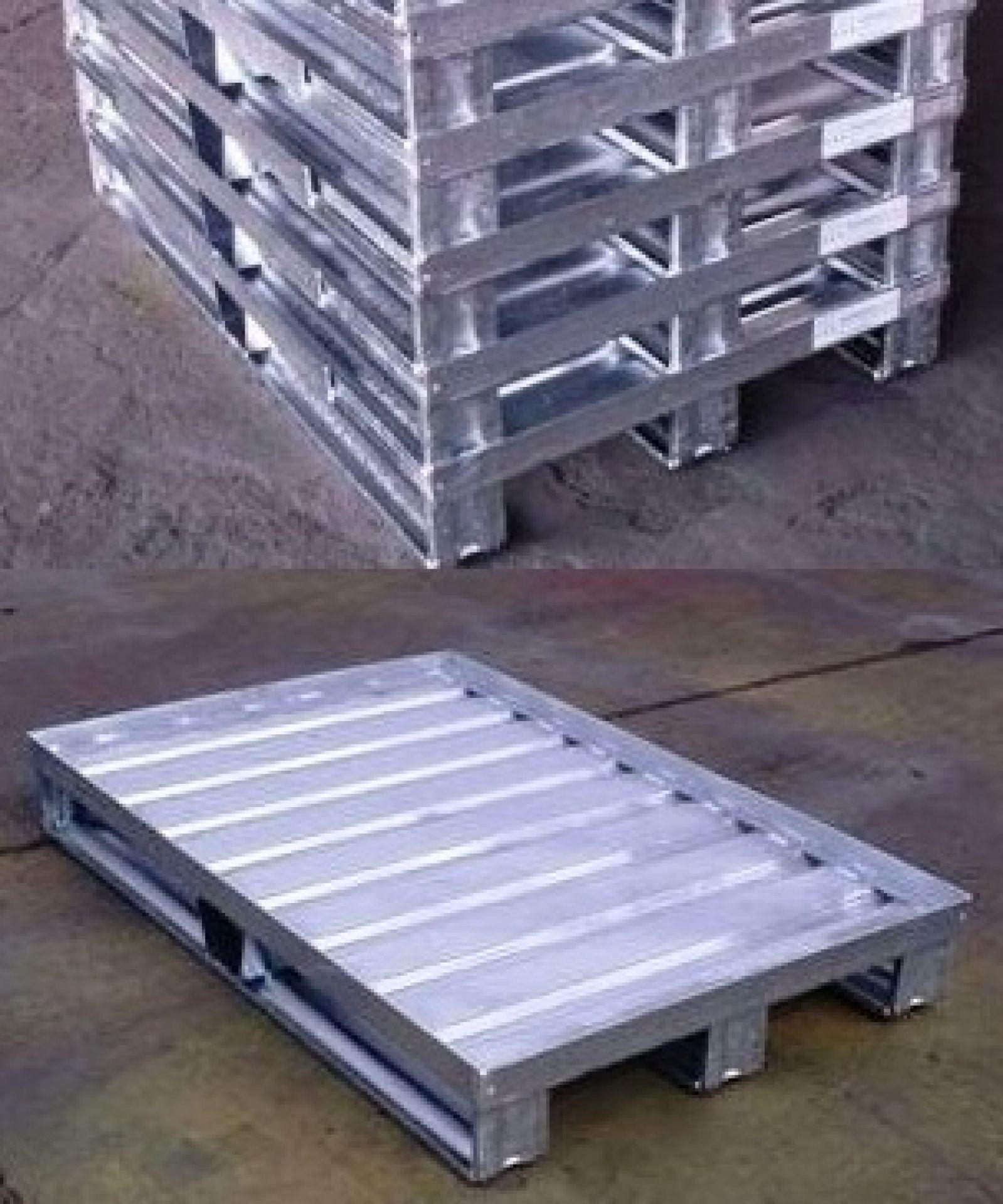 Stahlblechpalette mit Sickenblechboden und Rand
