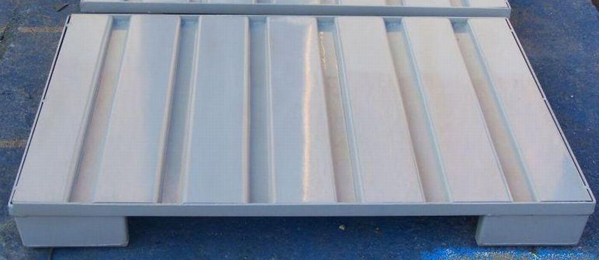 Stahlblechpalette mit Poolfuß