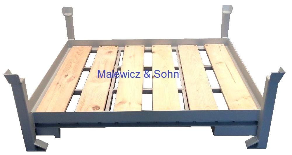 Lagergestell mit Boden aus Holzbrettern