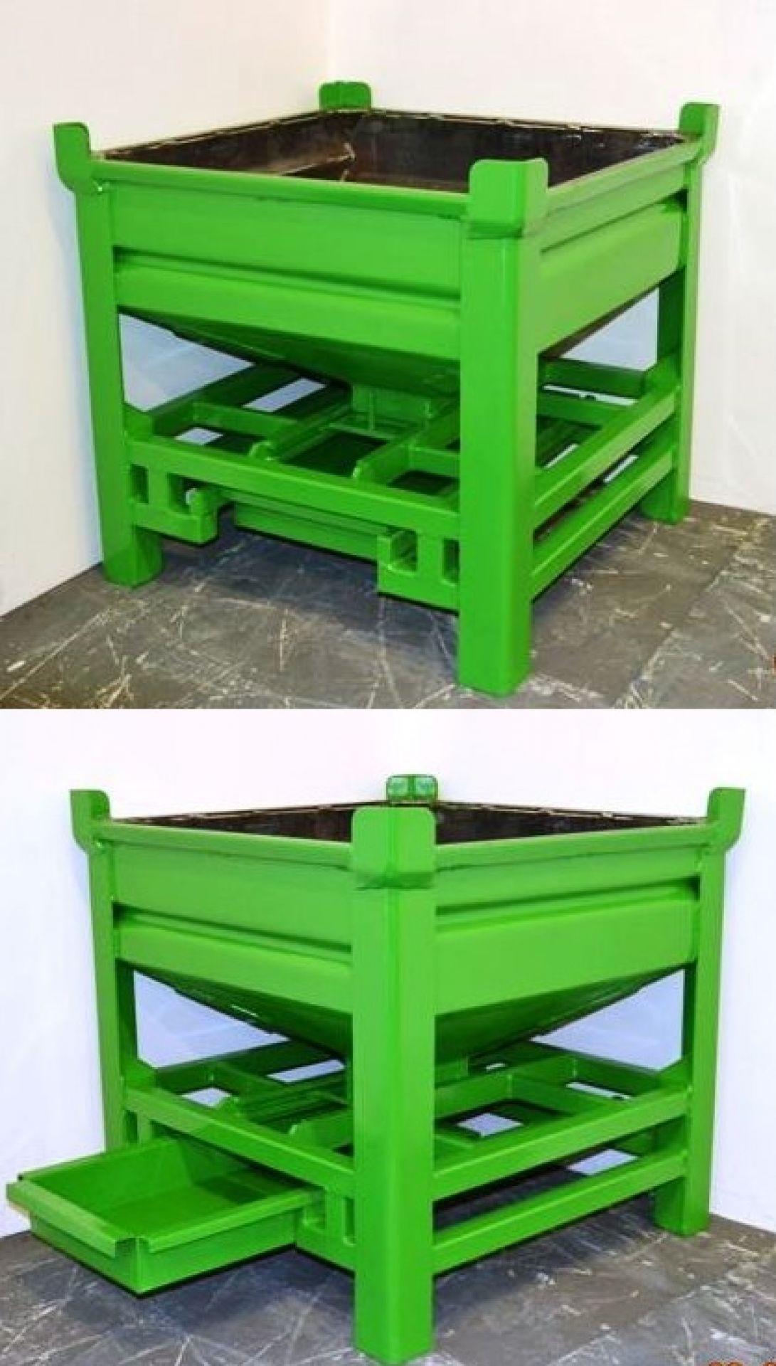 Silobehälter mit Auffangwanne grün lackiert