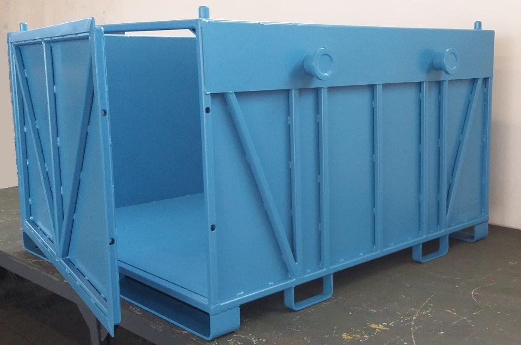 Schwerlastbehälter aus Glattblech mit Türe lichtblau